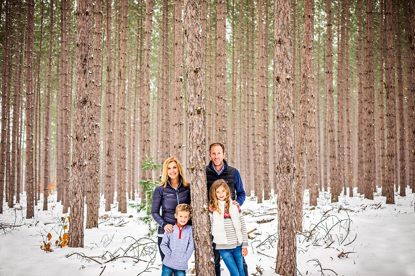 Winter family portait session by Sheri Kowalski a photographer in northern Michigan.